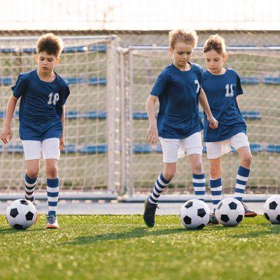 Por quais períodos esportivos o jogador de futebol passa?